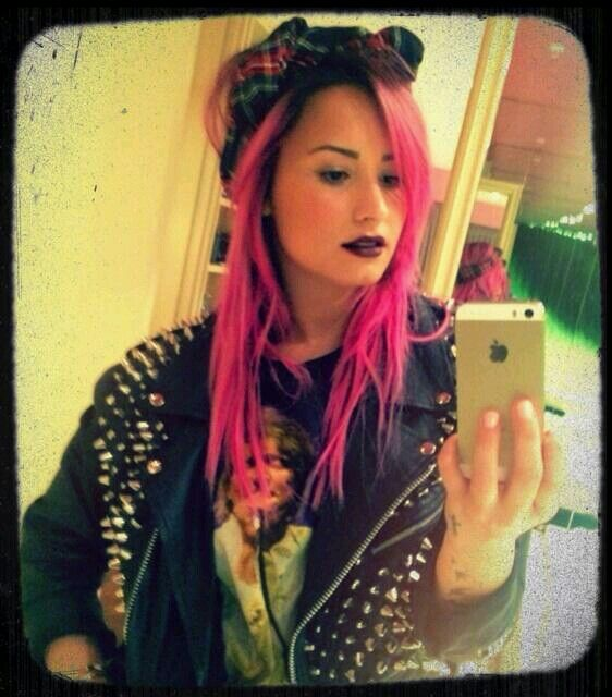 Demi lovato. Pink hair ♥