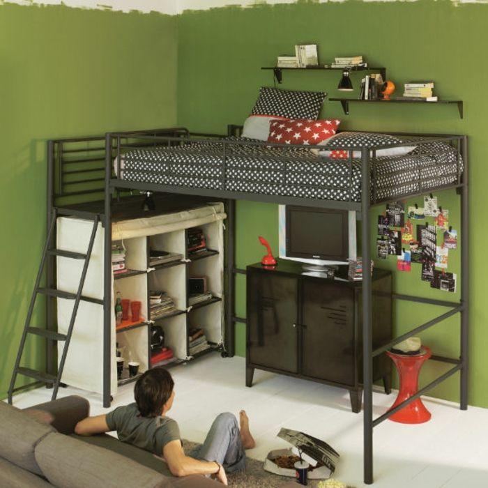 le lit mezzanine fly en fer pour la chambre d'enfant avec murs verts