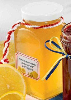 Eine Marmelade aus Zitronenfilets und Zitronensaft