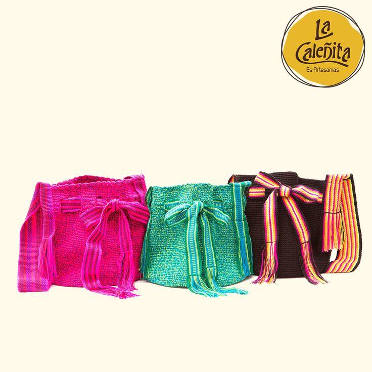Los bolsos Wayuu son el complemento perfecto para cualquier combinación con cualquier outfit casual que use. Llenan de mucho color tu vestimenta y son tan versátiles para utilizarlos en el día a día. 🙆👛💟 #ArtesaniasColombianas #ArtesaniasWayuuArtesanias #WayuuGuajira