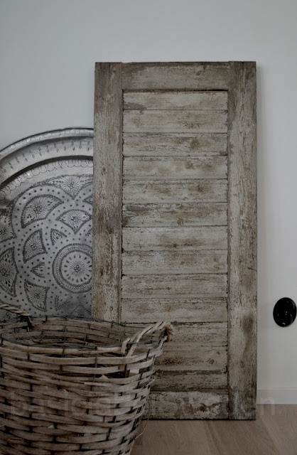 Really love old doors. Wish I could be so lucky to see someone throwing one away.