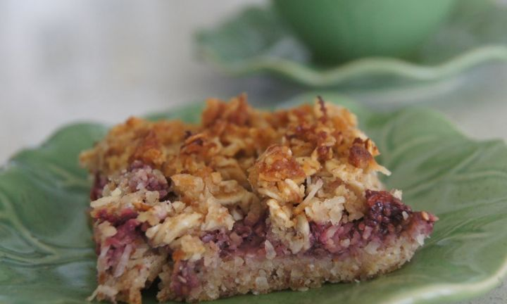 Healthy raspberry and chia seed slice - Kidspot