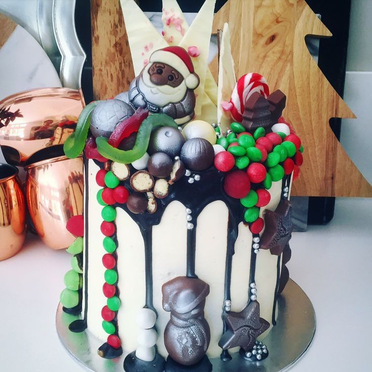 Now this is a Christmas cake .. Santa eat your heart out literally