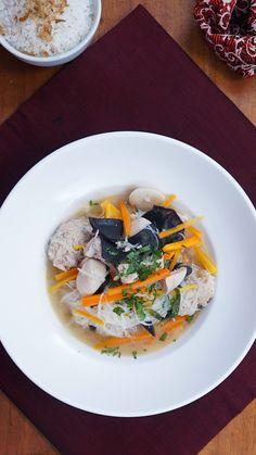 Sup Kimlo adalah makanan berkuah berisi bakso, soun, jamur dan lain-lain. Di Indonesia sup kimlo diketahui berasal dari Solo. Tetapi sebenarnya sup kimlo adalah sup yang diperkenalkan warga Tiongkok saat mereka datang ke Indonesia. Aroma sedap malam juga menjadi ciri khas dalam makanan ini.