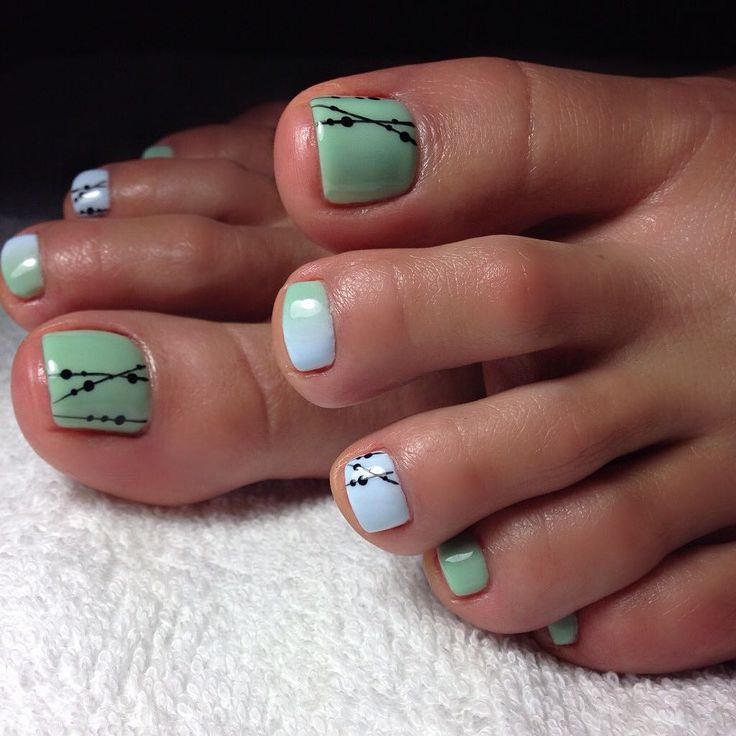 Cute design. Toe nails. White. Green.