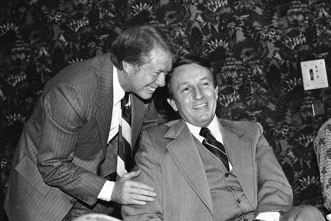 Mr. Bumpers, a four-term United States senator, was part of a generation of moderate Southern Democrats to emerge in the late 1960s and '70s.