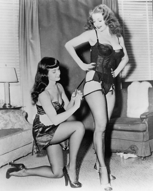 Bettie Page & Tempest Storm stays Unearthly Horniness Beauties from the 50s in Irving Klaw's Teaserama (1955)