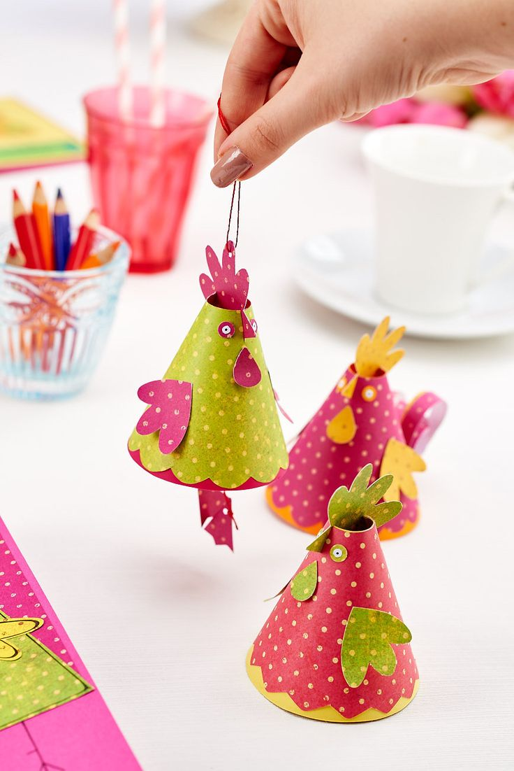 These paper critters will put a smile on anyone's face! Find out how to make then in our May 2015 issue, out now! #easter #holidays #easter bunny