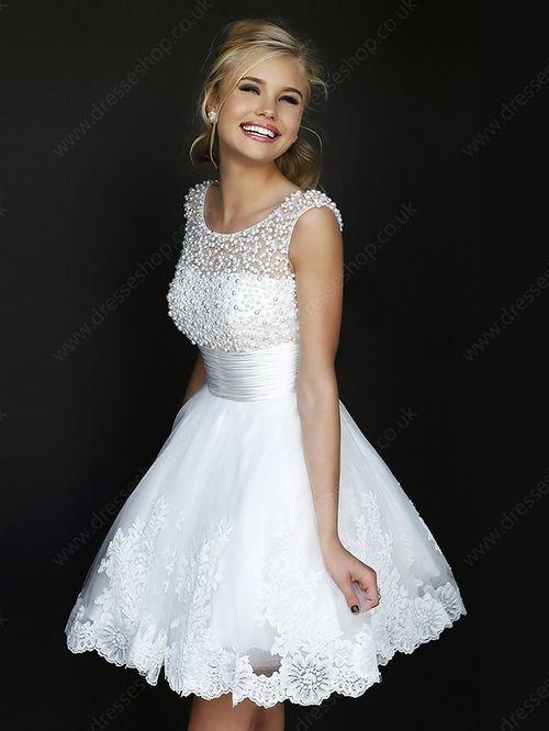 Chi ha detto che l'abito bianco si indossa soltanto il giorno del proprio matrimonio? Guardate questo modello da favola da 89 euro.http://www.sfilate.it/221247/un-abito-bianco-da-favola