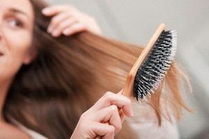 Как зафиксировать волосы лаком без склеивания? 0