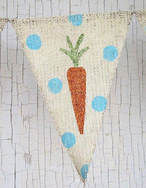 Si les lapins de Pâques en chocolat courent dans le jardin, les carottes se multiplient sur une bannière en toile de jute. On les achète tout prêts...