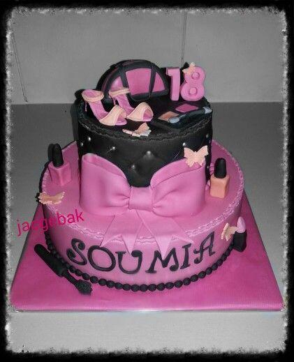 a pink and black make up cake  een  roze met zwarte  make up taart
