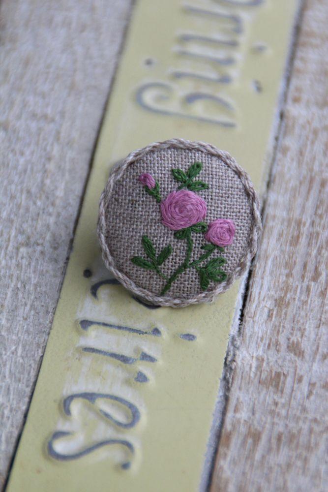 Брошь, вышитая брошь, брошь с вышивкой, брошка, вышитая брошка, брошка с вышивкой, вышивка, украшения ручной работы, ручная работа, вышитые цветы, розы