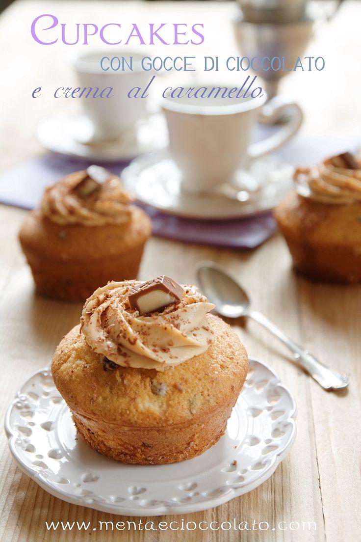 Cupcakes con gocce di cioccolato e crema al caramello