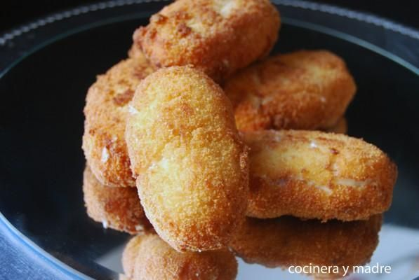 Croquetas de Pollo y Jamón - COCINERA Y MADRE nos muestra una receta muy jugosa y apetecible: estas ricas croquetas de pollo y de jamón ¡que queremos comernos ya!