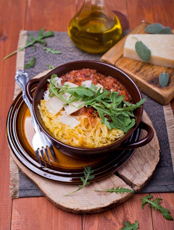 Dyniowe spaghetti  z pomidorowo-ziołowym sosem, parmezanem i rukolą #intermarche #dynia #parmezan