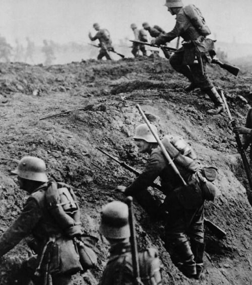 German sturmtruppen going over the top, World War I.