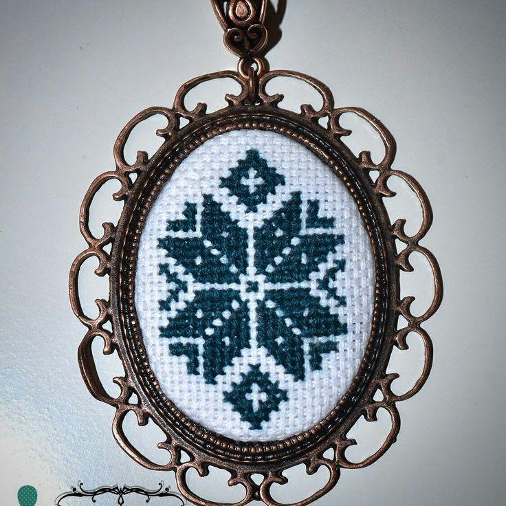 Кулон с микровышивкой handmade