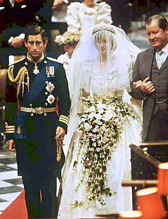 Am 29. Juli 1981 heiratete Diana Prinz Charles - eine Traumhochzeit. Die Ehe wurde aber von Anfang an durch Charles' Affäre mit seiner späteren Frau Camilla überschattet. (Quelle: dpa)