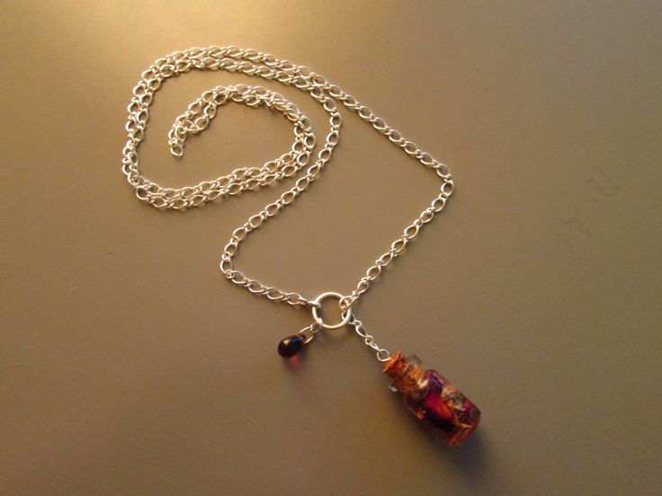 Collier de type Lariat long 'la rose de damas' : Collier par la-wyverne