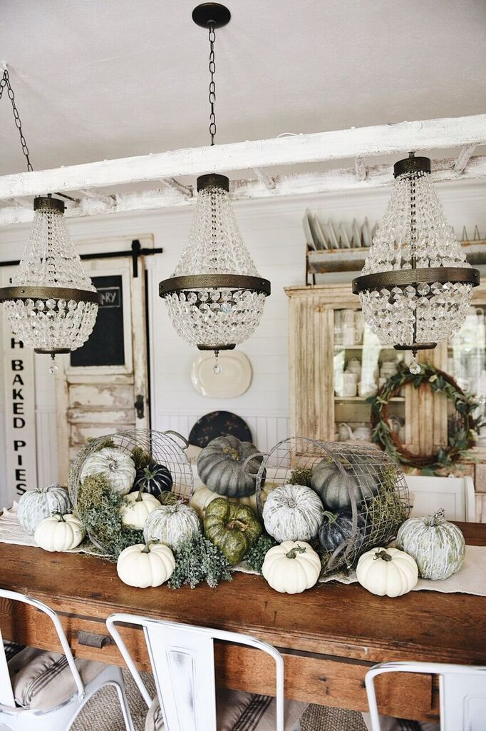 Last week I shared with you guys our cottage greenhouse fall mantel [HERE] & I was really feeling that mossy natural vibe that it had. I decided to play around with the moss & some pumpkins on our dining room table as well while I was at it & this is what happened… The thing …