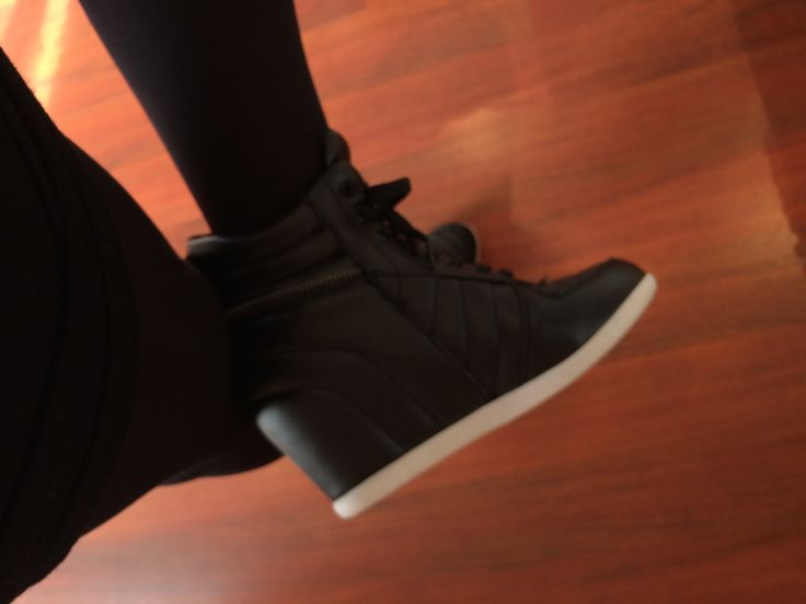 Raised heel sneakers #winteressentials