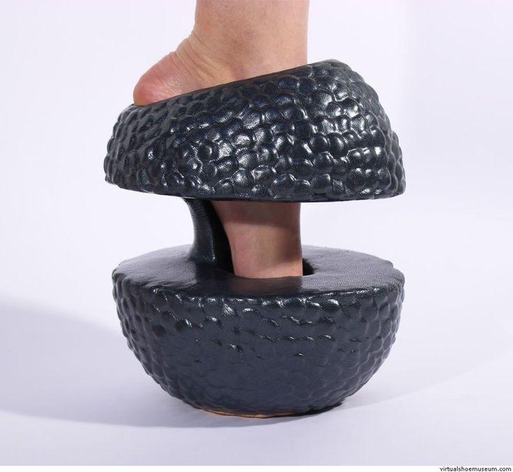известен фотографии самых необычных туфлей в мире сложное