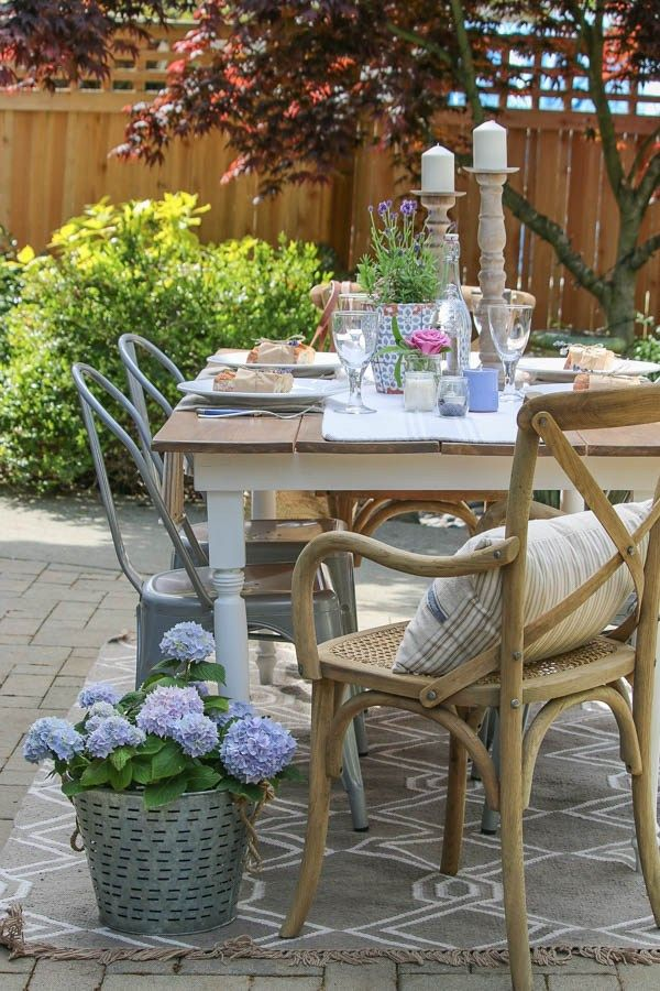 5 Beautiful Outdoor Spaces with a French