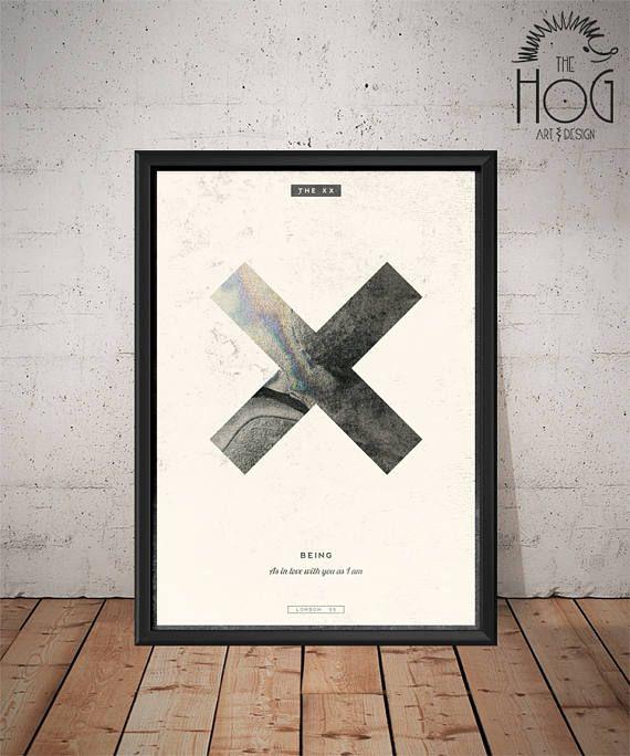 ¡Diseño de cartel único de The XX!  Por favor revisa el link para los diseños de música de otro: https://www.etsy.com/uk/shop/HogArtDesign?section_id=17022456 ________________________________________________________________ ** GRATIS! ** >> Se puede pedir para un arreglo para requisitos particulares con las letras/Comillas desea! >> o usted puede pedir un nuevo diseño para tu músico/banda favorita! ___________________________________________...