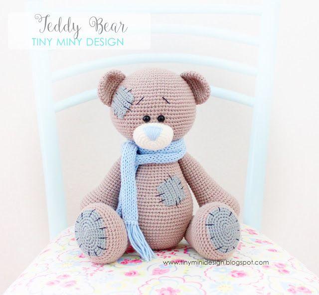 Merhabalar, Yamalı Ayı Teddy ile mutlu pazarlar diliyoruz sizlere.. Tarif yine sevgili My Krissie Dolls'e ait. Örmesi oldukça zevkli bir model oldu. Farklı renklerini tekrar öreceğim ilerleyen zamanla