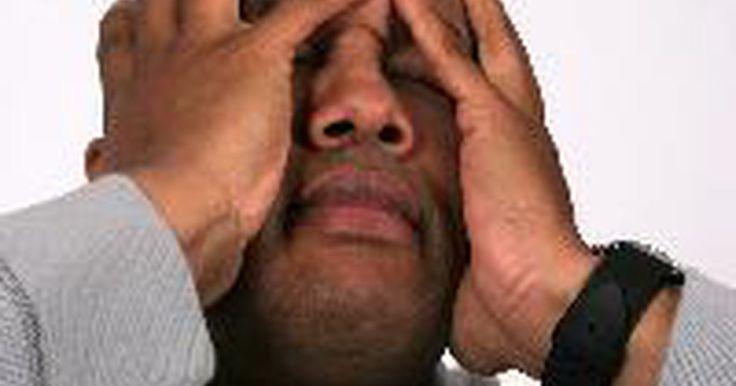 Quais são os sintomas de baixo nível de cortisol?. Pessoas que têm baixo nível de cortisol, também conhecido como hipocortisolismo, são muitas vezes diagnosticadas com a doença de Addison. Hipocortisolismo é um distúrbio muito perigoso, com risco de morte. Embora possa afetar qualquer pessoa em qualquer idade, é vista principalmente em indivíduos entre 30 e 50 anos de idade. As pessoas que são ...