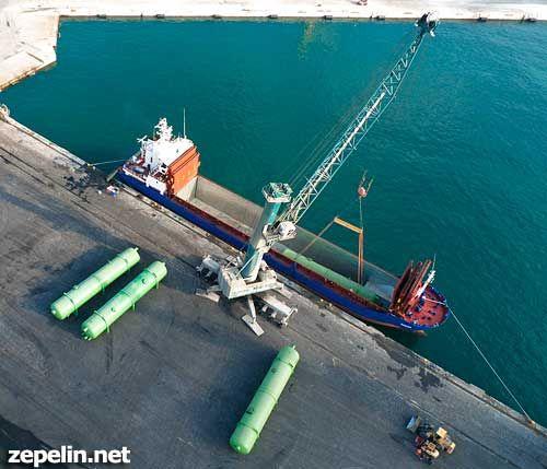 Cargando un buque en el puerto de alicante