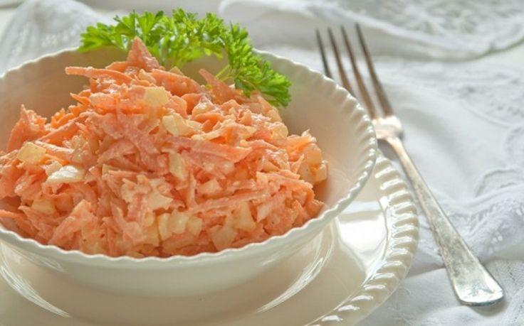 Это идеальный вариант ужина: вы не будете голодать, а благодаря моркови улучшится пищеварение и восстановится обмен веществ. В свежем корнеплоде сохраняется вся клетчатка и витамины, поэтому морковь будет очень полезна для тех, кто хочет похудеть. Именно в сыром виде полезно употреблять морковку!