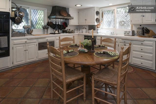 Kitchen Breakfast Table Vintage Charm Los Angeles https://www.airbnb.com/rooms/201477?cdn_locale_redirect=1