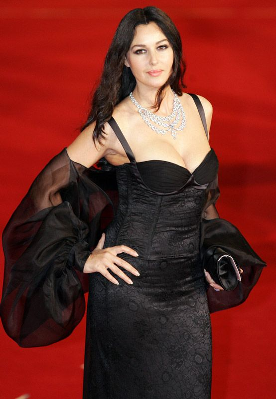 Monica Bellucci Height - How tall