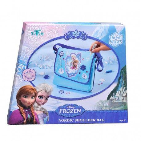 Maak je eigen Disney Frozen Nordic schoudertas met deze complete set. Inhoud: schoudertas met Frozen print, diverse kunststof diamantjes, Frozen 3D knoop, glitter foam bloem, vilten ijsster vormen, klosje met blauw naaidraad, naald, zilveren glitterlijm, Frozen lint en instructies. Afmeting tas 26 x 18 x 6 cm Geschikt voor kinderen vanaf 8 jaar.