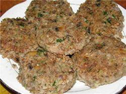 На нашем кулинарном сайте Вы сможете узнать как приготовить Гречневые котлеты с грибами рецепт поэтапного приготовления.
