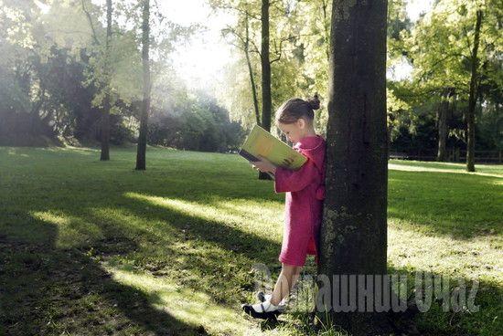 100 книг, которые нужно прочитать ребенку до 7 лет. 9 июля, 09:48 maria131 Книги для младенцев (от 0 до 2 лет) В столь юном возрасте ребенок сможет судить лишь о том, насколько книжка вкусна и удобна в использовании - иными словами, помещается ли она в рот. Тем не менее, читать несмышленым...