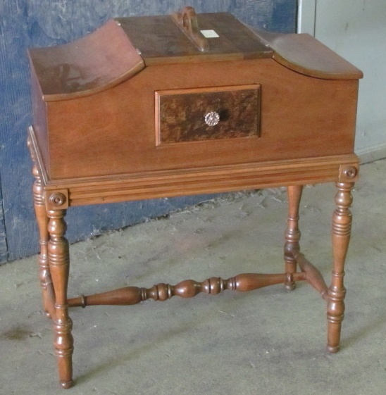 Kijiji : Antique Sewing Cabinet - 125$ - 124 Best Sewing Cabinets Images On Pinterest Sewing Machine