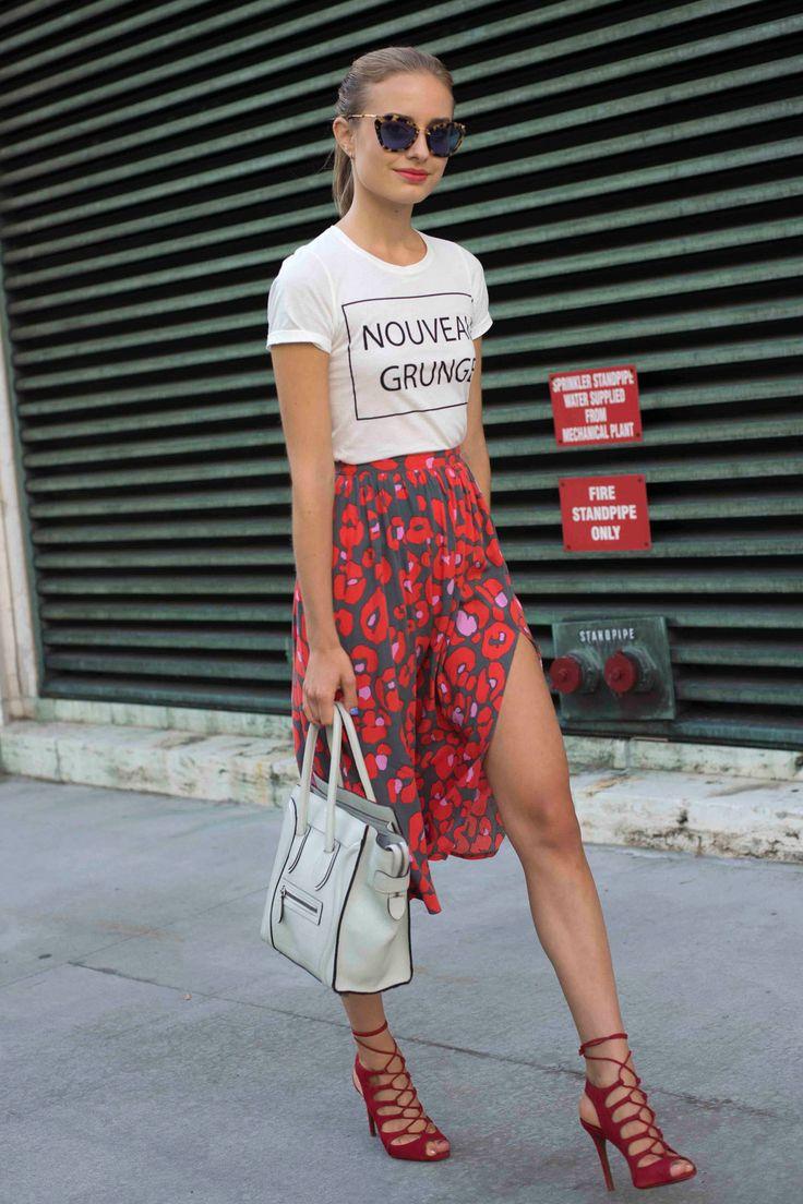 Mais um look Hi-lo com resultado incrível: T-Shirt com saia de seda, super, hiper sexy!