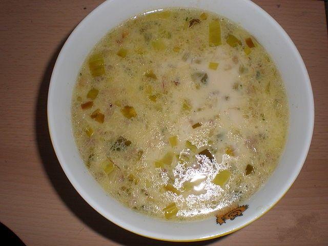 Сырный суп с луком пореем