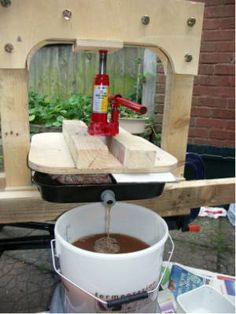 Make Your Own Fruit Press » The Homestead Survival