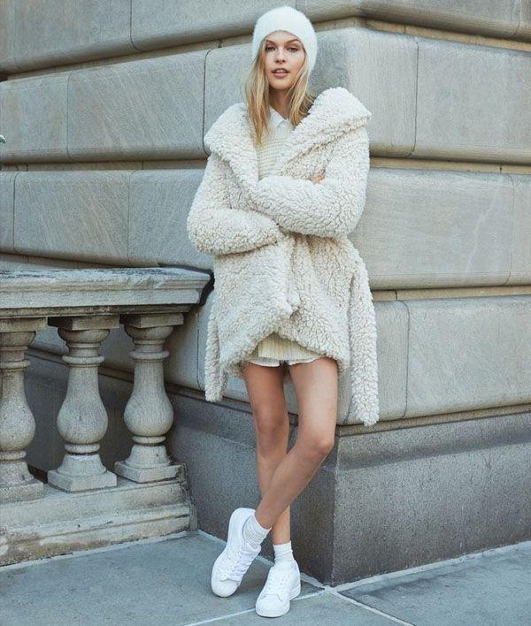 street-style-fluffy-coat-e-tenis