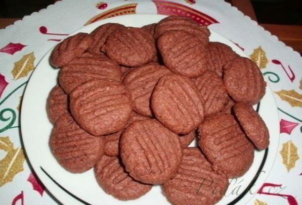 POTŘEBNÉ PŘÍSADY:  20dkg másla/tuku/  3/4 hrnku moučkového cukru 2 žloutky 1a1/2 hrnku hladké mouky 1 hrnek strouhaného kokosu  2 lžíce kakaa  POSTUP  ...