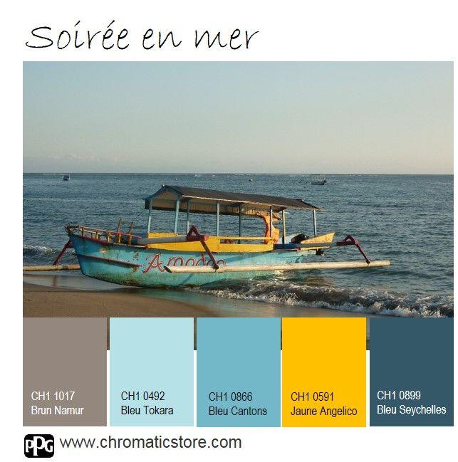 La lumière chaude et enveloppante du coucher de soleil révèle le camaïeu de bleus. www.chromaticstore.com #déco #bleu #inspiration