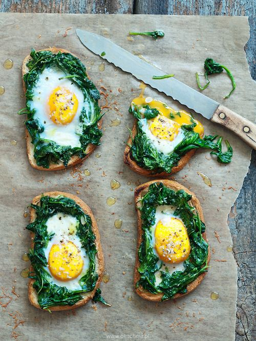 Egg spinach toast