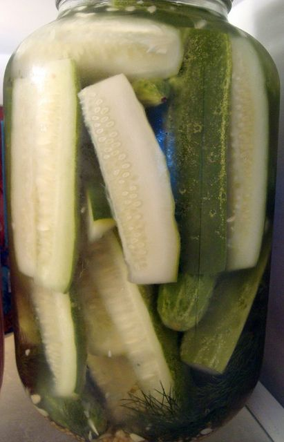 Quick cold pack pickles by Dave's Cupboard. My friend @Mandy Farrar made these, and we ate them one-jar-per-sitting! Delicious! (davescupboard.blogspot.com)