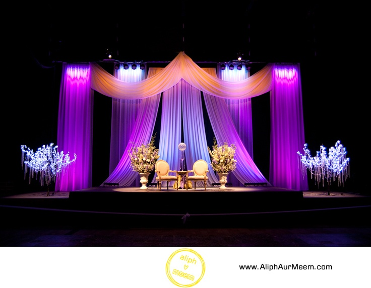 Gorgeous center stage for a wedding in Hall D!!
