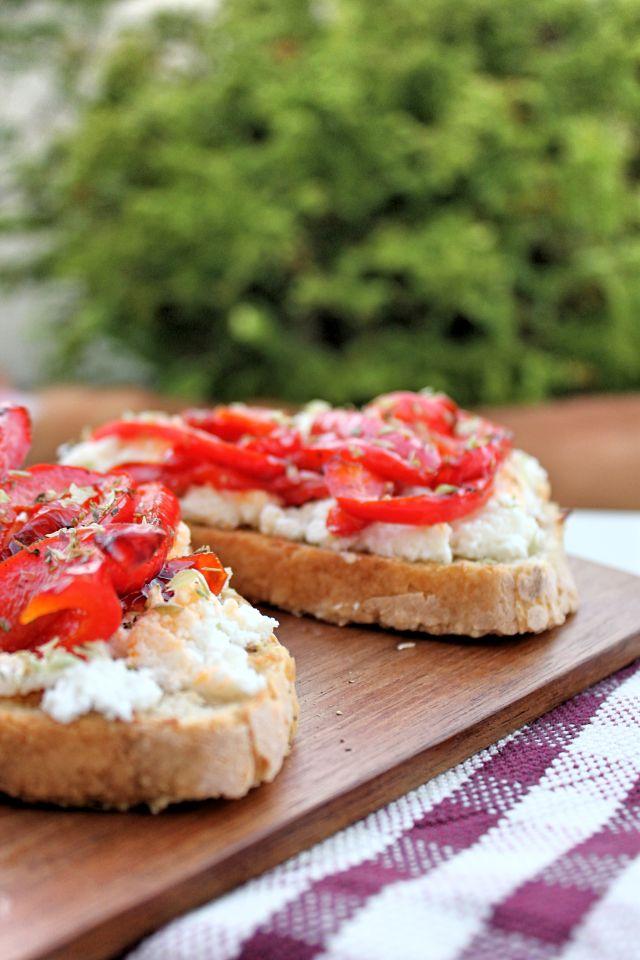 SWEET BIGAS: Tosta de pimentos grelhados, requeijão e orégãos