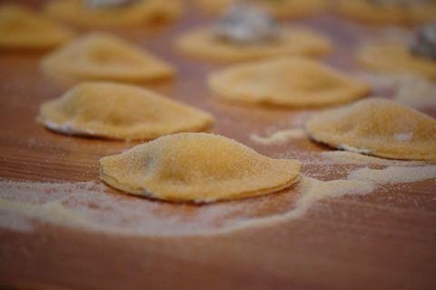Nem og lækker hjemmelavet pasta - i denne opskrift lavet til ravioli med lækker gorgonzola sauce. Pastaen også bruges til fx lasagne